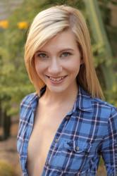 Chloe-Brooke-Outdoor-Spreads-x96--z6sjs3in6q.jpg