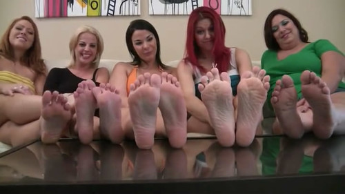 5 Girl Foot Comparison