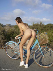 Alice-Naked-Biking-70-pictures-11608px--a6sltt3uhq.jpg