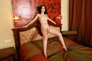 Florina-On-The-Bed--c7d07fc5gl.jpg