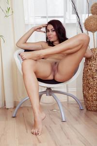 Zola-%E2%80%93-Chair-Play--d7d08pqdpt.jpg