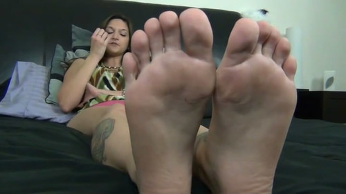 BRAT GIRL AYLA'S FOOT HUMILIATION