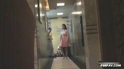 國內某咖啡廳公共女廁拍攝到的各式素質妹子如廁噓噓 聽口音貌似是四川那邊的 露臉高清
