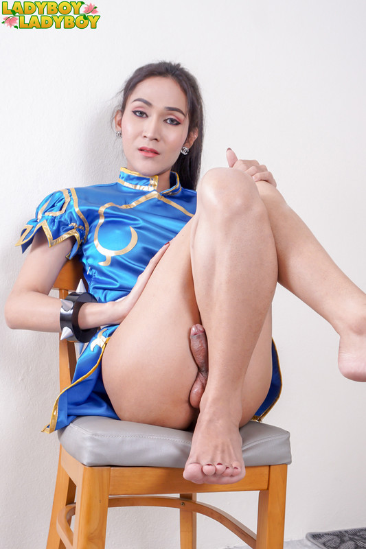 Beauty Plays Her Cock! (11 December 2018)