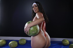 Violet-Myers-Wetter-Melons-157-pics-3840x5760-px-y6tall7sj1.jpg