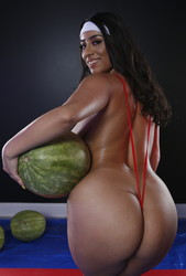 Violet-Myers-Wetter-Melons-157-pics-3840x5760-px-i6tall6rsb.jpg