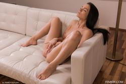 Sapphira-Getting-Naked-5000-px-79-pics-f6tc6isdiy.jpg