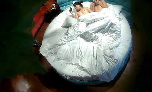 這邊是夫妻日常做爱趴在沙发上玩[avi/394m]圖片的自定義alt信息;548273,729895,wbsl2009,39