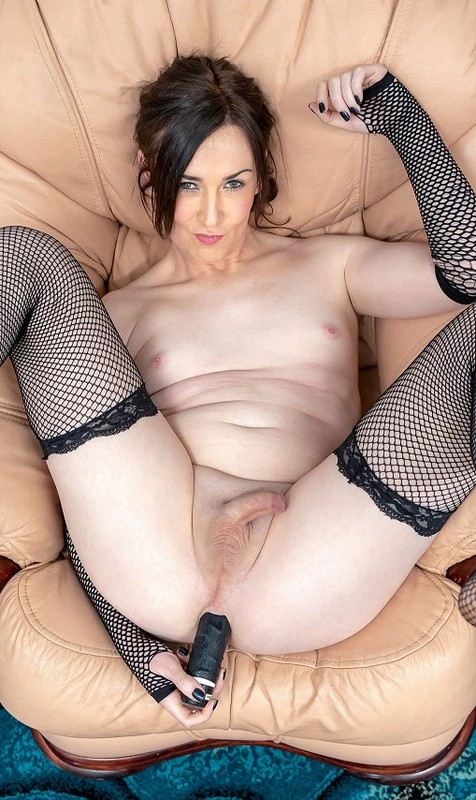 So Hot In Black Stacey Summers! (25 January 2019)