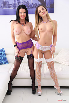 Veronica Avluv, Kristy Black lick and fist each
