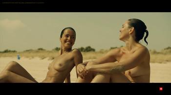 Verónica Sánchez y Marta Milans en topless'El embarcadero'