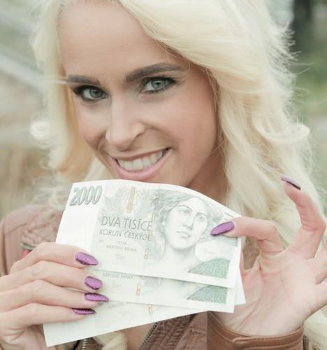 PublicAgent - Sophie Logan - Tattooed busty German blonde MILF