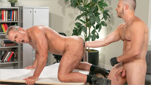 FistingCentral - The Boss' Right Hand: Brian Bonds & Dale Savage