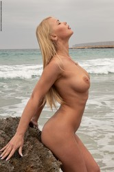 Darina-Waves-On-The-Beach-2-42-pictures-3000px-56vse5ecip.jpg