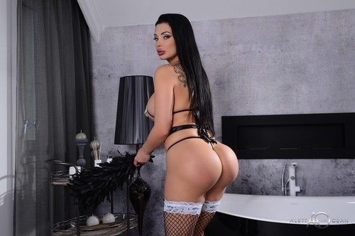 Aletta Ocean  - Hot Maid  (2019/HD) AlettaOceanLive