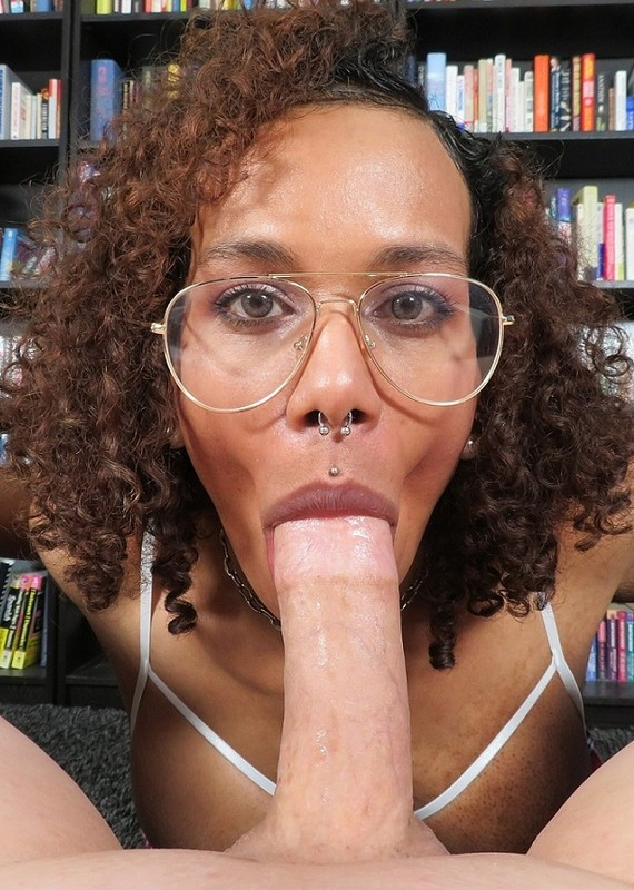 Pink Ivy Nerdy Bookworm Is Really A Horny Cocksucker (24 March 2019)