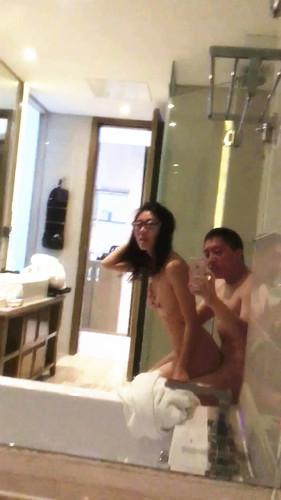 這邊是眼镜美眉在豪华酒店浴室做爱[avi/757m]圖片的自定義alt信息;548391,730152,wbsl2009,22