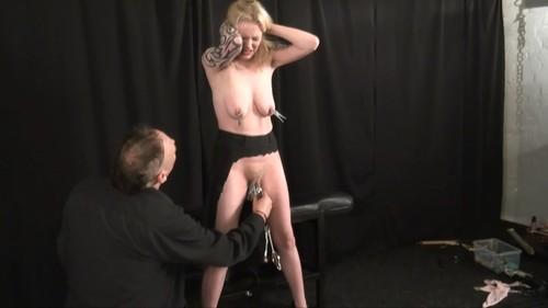 Slavegirl Weekay - Introducing Weekay