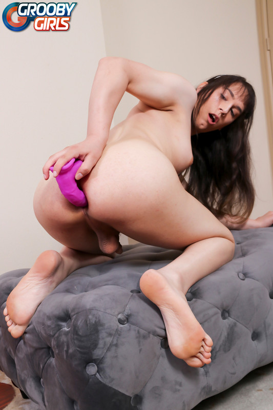Cumshot Monday: Zana Banana! (24 June 2019)